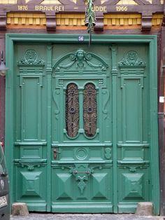 A little COLOR to pep up this door  ||||   P1270909a | por SeppoU