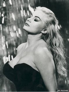 """11 January 2015 - Anita Ekberg, star of La Dolce Vita, has died aged 83 - A former Miss Sweden, she was branded a """"sex goddess"""" for her performance in Federico Fellini's 1960 movie"""