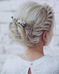 Beautiful and easy wedding hairstyle for long hair 10