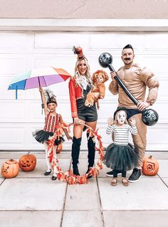 Make your Halloween into the most spectacular one on Earth with these DIY circus costumes. Whether your kids want to be a ringmaster, a clown, or something else, we've got the best circus Halloween costumes here. Circus Family Costume, Little Girl Halloween Costumes, Halloween Circus, First Halloween, Halloween Dress, Halloween 2020, Family Costumes For 3, Circus Themed Costumes, Family Themed Halloween Costumes