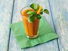 Craft your healthy grocery list with fresh food from Sprouts Farmers Market! Carrot Apple Juice, Diet Recipes, Healthy Recipes, Juice Recipes, Uk Recipes, Fall Recipes, Pumpkin Smoothie, Cholesterol Lowering Foods, Cholesterol Symptoms