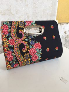 Clutch lenço de viana preto  Clutch made with the black viana scarf