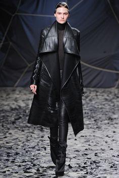 Gareth Pugh Fall 2012 Ready-to-Wear Fashion Show - Maria Bradley