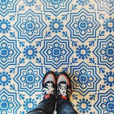 The Alpenkantine in Eimsbüttel serves good food which is also nice to look at... But I chose to shoot the beautiful floor while waiting in line... ☺️ . . . #ihavethisthingwithfloors #fromwhereistand #tileaddiction #adidas