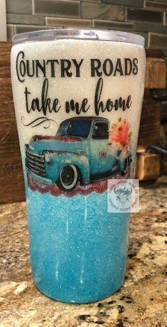 Mason Jar Crafts – How To Chalk Paint Your Mason Jars - Enterson Diy Tumblers, Custom Tumblers, Glitter Tumblers, Acrylic Tumblers, Mason Jar Crafts, Mason Jar Diy, Thermos, Tumblr Cup, Custom Cups