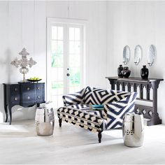 S e a s e i g h t B l o g - LOVE that couch!!