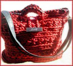 bolso a crochet de trapillo adornos de cuero  bandolera)  by (¯`·.♥Mâ§y¢♥.·´¯)
