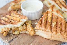Turkse Shoarma-tosti — Receptenmaker Hamburger Hotdogs, Grilled Sandwich, Dutch Recipes, Wrap Sandwiches, Fajitas, Cheesesteak, Food Porn, Brunch, Toast