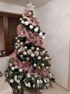 50 Rose Gold Christmas Decor Ideas so that your home tells a Sweet Romantic Story - Hike n Dip - - Let your Christmas Decoration spell out luxury, elegance & affluence. Here are some Rose Gold Christmas Decor Ideas for you that are simply perfect. Pink Christmas Tree Decorations, Rose Gold Christmas Tree, Elegant Christmas Trees, Christmas Tree Tops, Christmas Wreaths, Christmas Crafts, Modern Christmas, Outdoor Christmas, Christmas Design