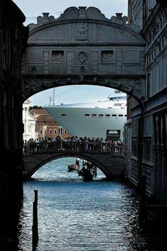 Italy Winter, Italy Architecture, Italy Pictures, Italy Honeymoon, Italy Outfits, Italy Painting, Italy Art, Italy Fashion, Venice Italy