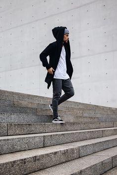 Kevin Elezaj - Vans Sneakers, Onepiece Sweatpants, H&M T Shirt, Onepiece Hoodie, Onepiece Beanie - Hoodietime | LOOKBOOK