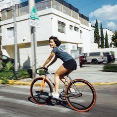 Fixiegirl™さんはInstagramを利用しています:「Repost from @laesencialatina 🎈 Deja que fluya. #fixiegirls #fixedgear #rideyourlife #consumelocalmx @lacabana_clothing #cyclist…」