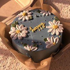 Pretty Birthday Cakes, Pretty Cakes, Mini Cakes, Cupcake Cakes, Simple Cake Designs, Pastel Cakes, Frog Cakes, Cute Baking, Cute Desserts