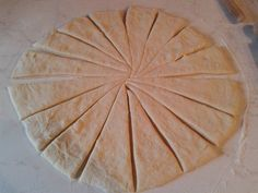 in una boule unta con burro,coprite con pellicola e lasciate lievitare a Sugar Cookies Recipe, Cookie Recipes, Pizza Rustica, Recipies, Food And Drink, Sweets, Desserts, Bomboloni, Croissants
