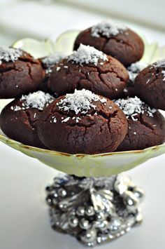 Şerbetli kurabiye Islak Kurabiye Defalarca yaptığım ve çok severek yediğimbu nefisss kurabiyeyii şimdiye kadar niye paylaşmadım bilmiyorum.Neredeyse her blogcunun arşivinde bulunan bir tarif...Be...