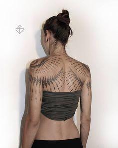 ink-pedia - Posts tagged back Pretty Tattoos, Beautiful Tattoos, Cool Tattoos, Tribal Style, Line Tattoos, Body Art Tattoos, Mirror Tattoos, Tatuajes Amy Winehouse, Fractal Tattoo