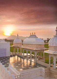 Taj Lake Palace Udaipur: Lake Palace at Sunset