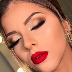 Trendy Makeup Looks With Red Lipstick For You; Stunning Makeup Looks; Red Makup Looks; noche 50 Trendy Makeup Looks With Red Lipstick For You - Page 39 of 50 Red Makeup Looks, Red Lipstick Looks, Red Lips Makeup Look, Makeup For Red Dress, Makeup Lips, Bridal Makeup Red Lips, Glam Makeup, Makeup For Red Lipstick, Natural Lipstick