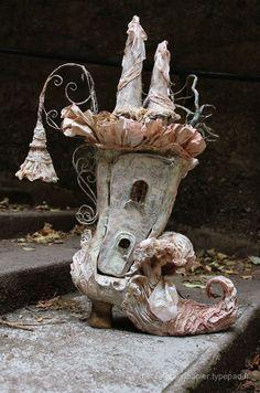 Craft paper mache fairy houses 27 Ideas for 2019 Kirigami, Fairy Shoes, Paperclay, Art Plastique, Garden Art, Garden Design, Altered Art, Sculpture Art, Paper Mache Sculpture