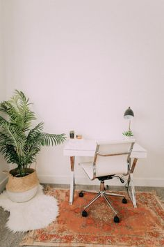It's house tour time! I did a room tour a while back so I will link that post here, but today I am showing you all the rest of the house! Our house isn't finished… Dorm Desk Decor, Room Decor, Boho Deco, Minimalist Apartment, Minimalist House, Building A New Home, House Rooms, Decor Interior Design, Decoration