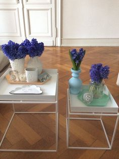 Coffeetable in the living room: traytable and trays by hay, cloud tray by etsy clayopera, candles by diptyque and Jo Malone, fresh hydrangeas Hay Tray Table, Living Room Decor, Living Rooms, Jo Malone, Vanity Bench, Scandinavian Design, Hydrangeas, Trays, Sweet Home