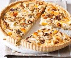 Cake with cheese and onion (Czech language only) Bon Appetit, Quiche, Pizza, Muffin, Food And Drink, Yummy Food, Bread, Cooking, Breakfast