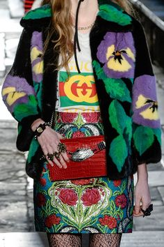 Gucci Fashion Show details Gucci Fashion, Moda Fashion, Fur Fashion, Fashion Details, Fashion 2017, Runway Fashion, High Fashion, Fashion Show, Womens Fashion