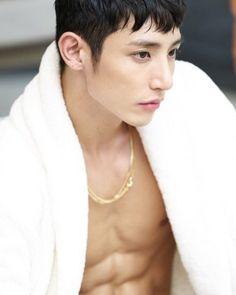 god damn. tell me soo hyuk isnt hot.