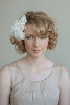 Soft silk chiffon and net flowers - Style # 022 (comb, fascinator, silk chiffon, silk flower) Curly Wedding Hair, Short Curly Hair, Curly Hair Styles, Natural Hair Styles, Short Curls, Bob Hairstyles, Wedding Hairstyles, Love Your Hair, Flower Fashion