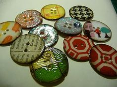 FROM elinarsku.blogspot.com: Paper buttons. The site and directions are not written in English, but there are several pics to help you figure out how to do this yourself. Aren't they awesome!