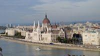 Budapest, Parlamento por ViajesxMinuto.com - Blog de viajes: Budapest (Hungría) en 1 minuto Paris Skyline, Taj Mahal, Building, Blog, Travel, Budapest Hungary, Viajes, Buildings, Blogging