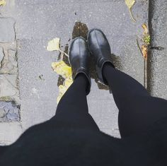 Good Morning my Darling Already in the fight each day with gentle drops of rain on my shoes  Bom Dia meus queridos Ja na luta de cada dia com gotinhas suaves de chuva nos meus sapatos #germany #nordestina #alemanha #sigam #boots #instagramer  #positividade #nutrição #beautiful #sigame #inspiration #gutenmorgen #endloserherbst #herbst#regen #autumn#love #loveit#loveofmylife #blätter#laub#gelb#leafs #yellow#golden#chuva #me#natur #instanature#winteriscoming by lludovicence