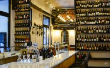 Roma in solitaria: dove mangiare da soli Liquor Cabinet, Manga, Home Decor, Rome, Decoration Home, Room Decor, Manga Anime, Manga Comics, Home Interior Design