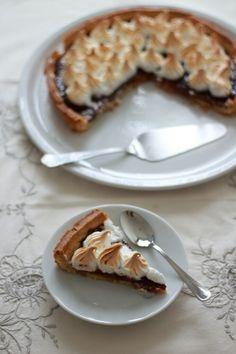 Crostata meringata con confettura di lamponi. https://ioechiaramella.wordpress.com/2017/02/09/crostata-meringata-con-confettura-di-lamponi #ioechiaramella #food #foodblogger #foodphotograpy #racconti #foodwriters #storytelling #crostata #lamponi #meringata