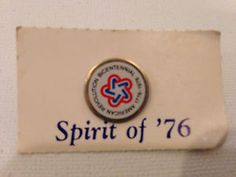 Vintage-1776-1976-American-Revolution-Bicentennial-Symbol-Lapel-Pin-in-Package