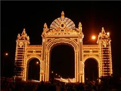 Portada del año 2006 iluminada #FeriaSevilla, realizada por Ricardo Suárez, una réplica del palco de la puerta del Príncipe de la Maestranza.