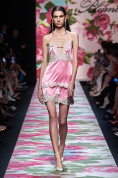 Blumarine Spring 2020 Ready-to-Wear Fashion Show - Vogue Fashion Week, Fashion 2020, Runway Fashion, Spring Fashion, Fashion Show, Fashion Design, Fashion Trends, Women's Fashion, High Fashion