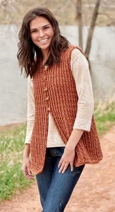 Crochet Vests This simple post-stitch crochet tunic vest works up quickly to create a stylish layer for cool days. - This simple post-stitch tunic vest works up quickly to create a stylish layer for cool days. Crochet Vest Pattern, Crochet Jacket, Crochet Cardigan, Knitting Patterns, Crochet Patterns, Crochet Vests, Diy Crochet, Crochet Top, Black Crochet Dress