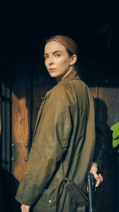 Jodie Comer as Villanelle - Killing Eve - The species of the female is more deadlier than the male. Ep 5 tonight on Bambi, Comedy Tv Series, Service Secret, Arizona Robbins, Sandra Oh, Jodie Comer, Girl Crushes, Character Inspiration, Sexy