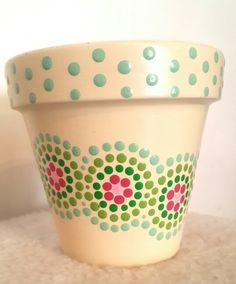 A'cha Pots. Macetas pintadas a mano. Facebook: A'cha Pots.                                                                                                                                                                                 Más