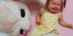 The best pictures of creepy Easter Bunnies scaring the chocolate out of innocent children. Funny Easter Pictures, Cool Pictures, Party Food Themes, Casino Theme Parties, Casino Decorations, Diy Party Decorations, Body Language Signs, Photo Fails, Dog Poses