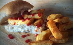 Chip butty, Britanya bu sandviç Britanya'nın farklı yerlerinde birçok farklı isme sahip. Chip butty, chip sandwich, chip barm, chip batch, chip roll, chip muffin… Böyle gidiyor bu. Bizdeki patsoya yani ekmek arası patates kızartmasına benzeyen chip butty, genelde ketçap ile servis ediliyor ancak barbekü sosu tercih edenler de var. İşçi sınıfının önceki günden kalan patatesleri ekmek arası değerlendirmesiyle ortaya çıkan chip butty, bar yiyeceği olarak da görülüyor.