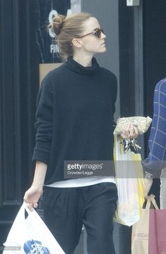 Emma Watson Outfits: Copy Her Style! The classy look perfect for a good girl. some of Emma's best outfits. What do you think of her style? Style Emma Watson, Emma Watson Casual, Emma Watson Belle, Emma Watson Estilo, Emma Watson Outfits, Emma Watson Beautiful, Harry James Potter, Dramione, Vogue