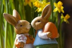 It looks like you're interested in our Somebunny Loves You Printable. We also offer many different Quotes about Life on our site, so check us out now and get to printing! Easter Gift, Happy Easter, Easter Bunny, Easter Eggs, Easter Books, Easter Card, Easter Crafts, Somebunny Loves You, Love Spells