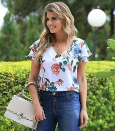 Image may contain: 1 person, standing and outdoor Casual Chic Outfits, Fashion Outfits, Blouse Styles, Blouse Designs, Summer Blouses, Over 50 Womens Fashion, Plus Size Blouses, Blouses For Women, Ideias Fashion