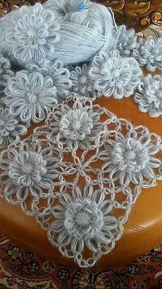 DIY Embroidery Yarn Flowers with Cardboard Tutorial + Video Crochet Flower Scarf, Crochet Daisy, Crochet Motif, Crochet Shawl, Diy Crochet, Crochet Designs, Crochet Flowers, Crochet Stitches, Loom Knitting Projects