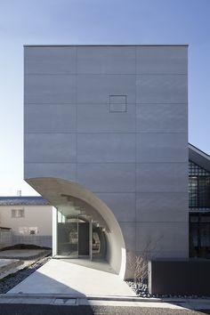 Tunnel House, Makiko Tsukada architects Architecture Du Japon, Modern Architecture Design, Japanese Architecture, Residential Architecture, Amazing Architecture, Interior Architecture, Interior Design Images, Concrete Houses, Glass Facades