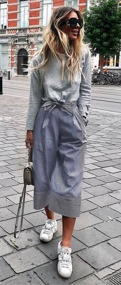 awesome outfit idea : grey top + skirt + bag + sneakers