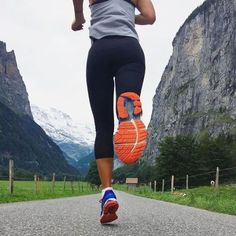 Quality Running Shoes That Won't Destroy Your Body Fitness Workouts, Fitness Goals, Monthly Workouts, Health Fitness, Girl Running, Running Women, Trail Running, Running Inspiration, Fitness Inspiration