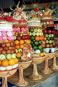 Tegalalang: the value of offerings in Bali is in the care taken in making them, once blessed they are taken home and eaten ...